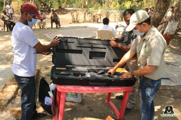 Wildlife SOS imparted training on handling tranquilisation equipment.